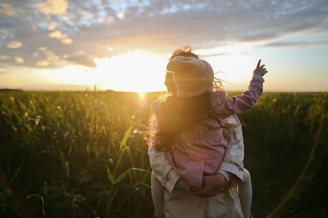 bycie matką, bycie rodzicem, poczucie sensu, sens życia, dojrzały rodzic